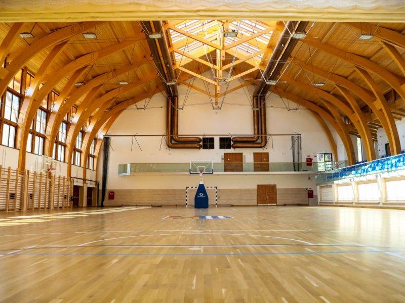 Racalmasi Rendezvenykozpont Es Sportcsarnok Kuzdoter Palya